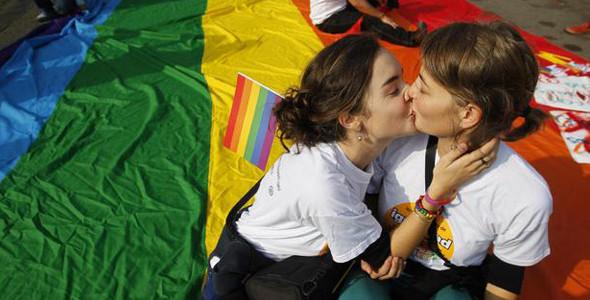 """Gay.it: """"Parla la sen. Di Giorgi: la nostra soluzione è un affido rinforzato"""""""