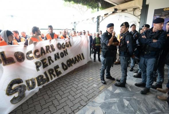 Lavoro. Bloccare l'Italia non aiuta gli italiani