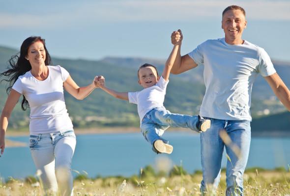 Camera: approvato il provvedimento diritto dei minori ad avere una famiglia