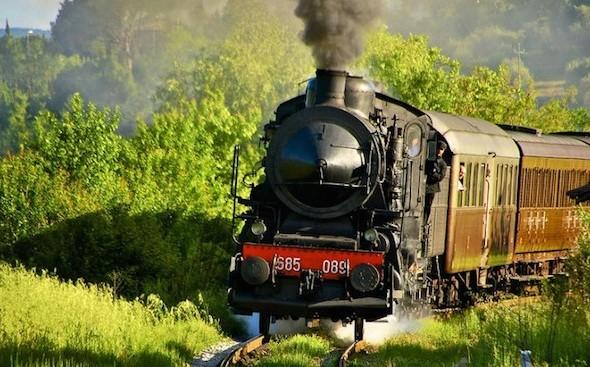 """""""Un viaggio nel tempo"""" a bordo dei treni storici delle Ferrovie dello Stato"""
