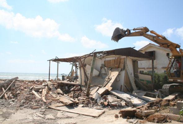 Camera: approvato il ddl sulla demolizione delle opere abusive